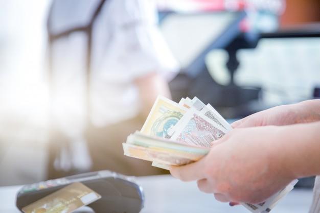pos-credit-card-settlement-instead-of-cash-settlement_1359-1173