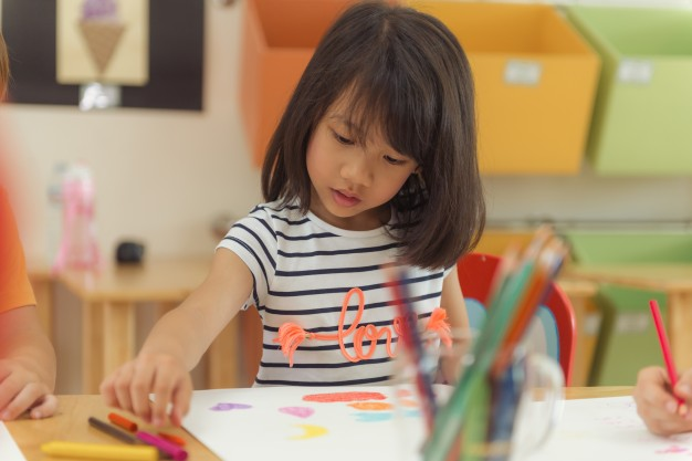 girl-drawing-color-pencils-in-kindergarten-classroom-preschool-and-kid-education-concept-vintage-effect-style-pictures_1253-1129