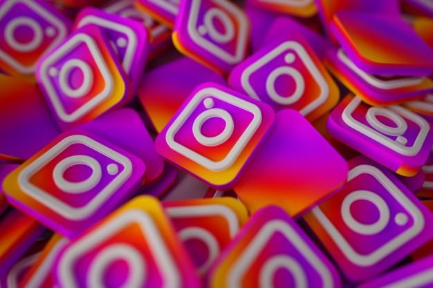 pile-of-3d-instagram-logos_1379-876