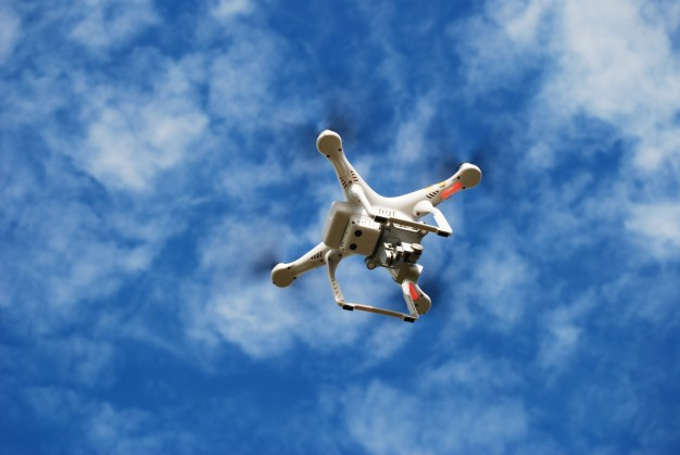 flying-drone-on-the-sky_1426-1467