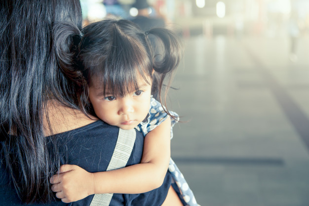 mother-and-child-cute-little-girl-resting-on-her-mother-s-shoulder-in-the-train-station-vintage-filter-effect-selective-focus_7186-32