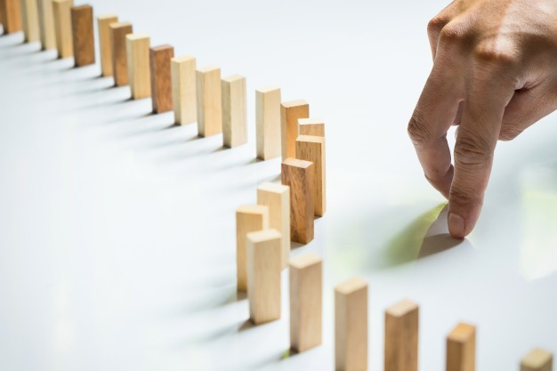 finger-like-a-business-man-and-wooden-block-like-reached-an-impasse-stalemate-and-solving-a-problem_1423-14