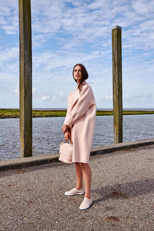 The Woman Magazine - Ecco Shoes 1-1