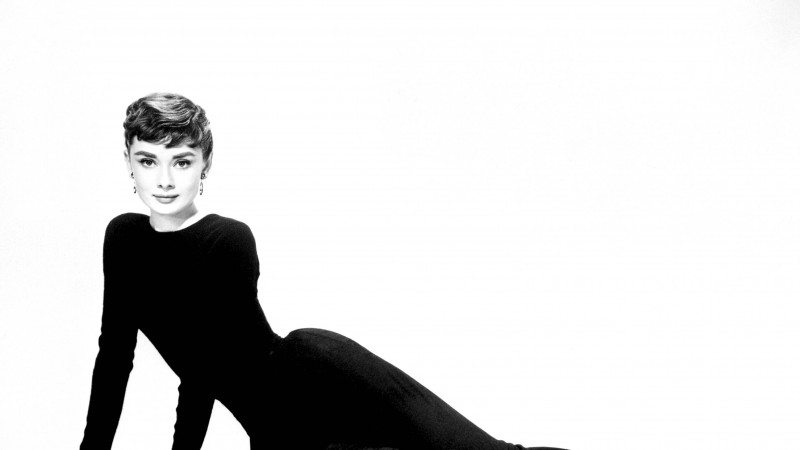 The Woman Magazine - Audrey Hepburn1