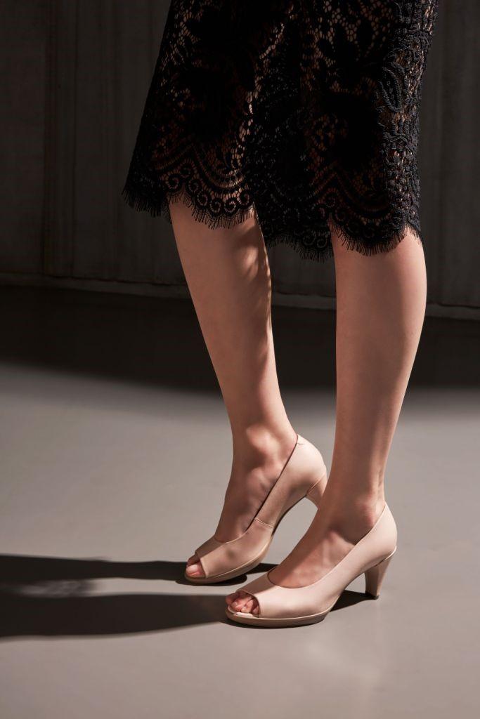 The Woman Magazine - Ecco Shoes mai 2